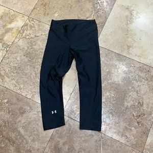 Under Armour black cropped leggings size small